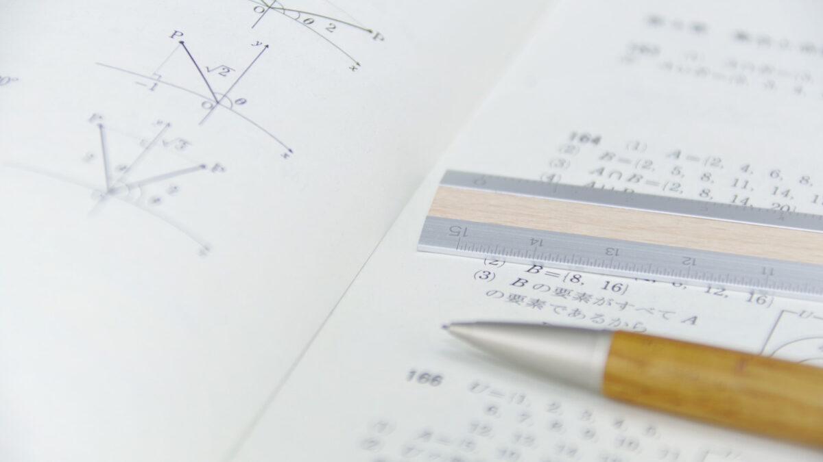 生徒手帳とスケジュール帳を一体化したオリジナル手帳を作成する
